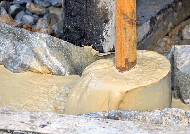Откачка грязной воды из скважины