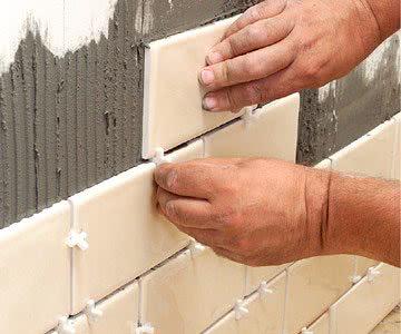 Укладывать плитку с межплиточными швами