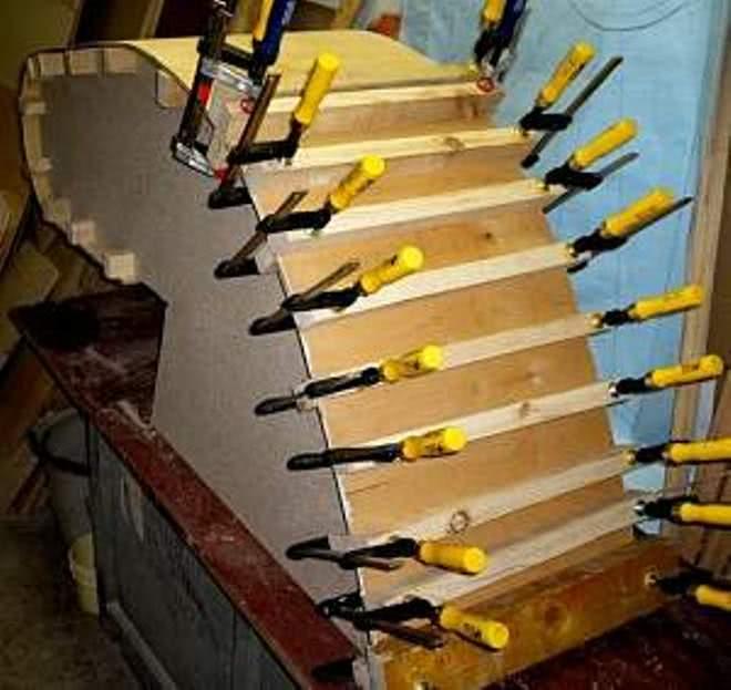 Склеивание гибкой фанеры по шаблону