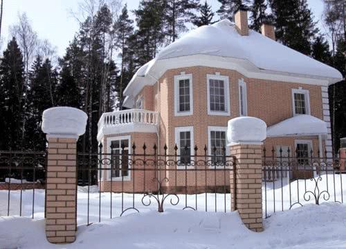Уютный кирпичный дом