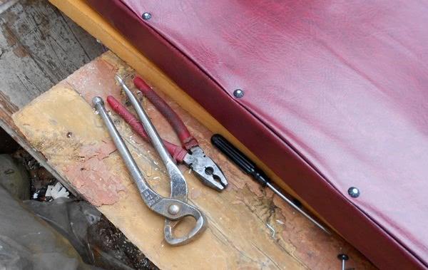 Инструменты для обшивки двери