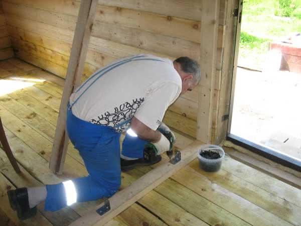 Пол в предбаннике деревянной бани