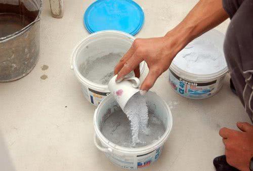 Приготовление смеси для затирки швов плитки