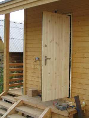 Металлические двери для бани обшитые вагонкой