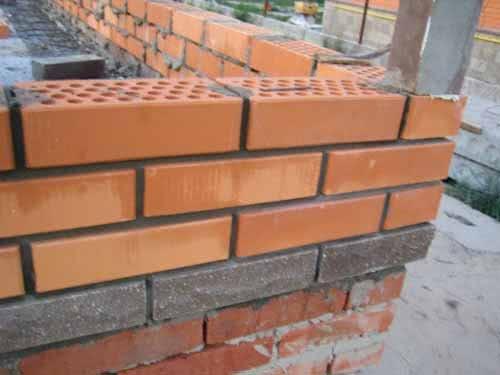 Кладка стены из кирпича