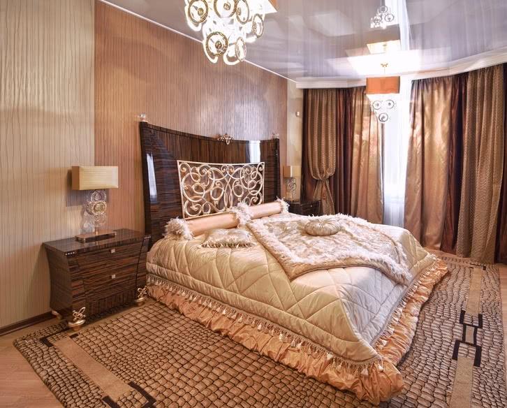 Комбинация обоев в спальне