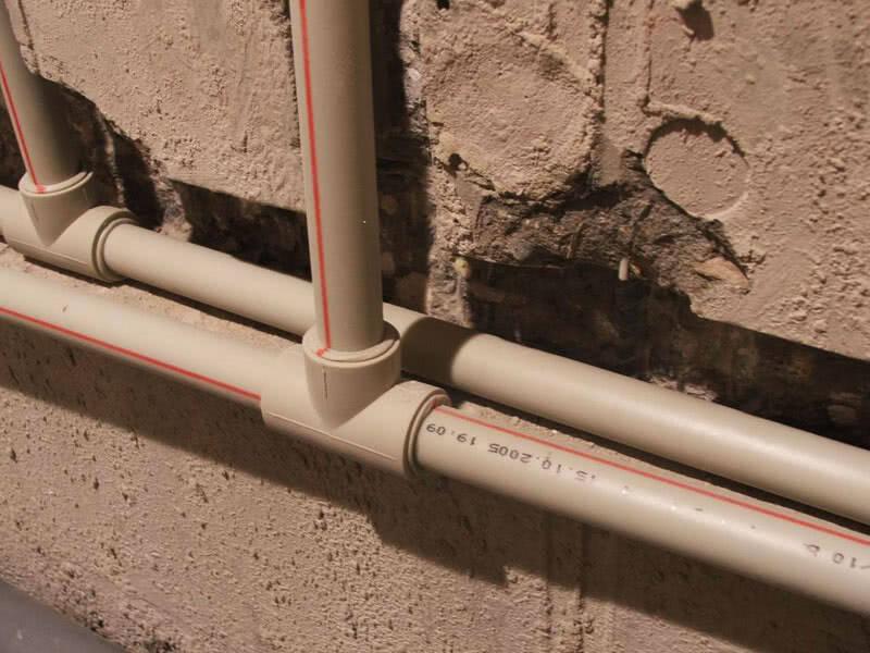 Монтаж пластиковых труб в водопроводах