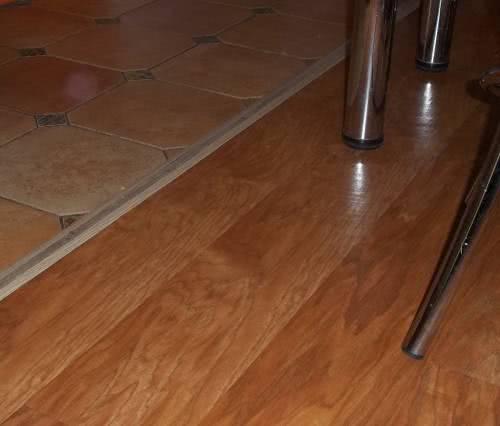 Соединение плитки и ламината