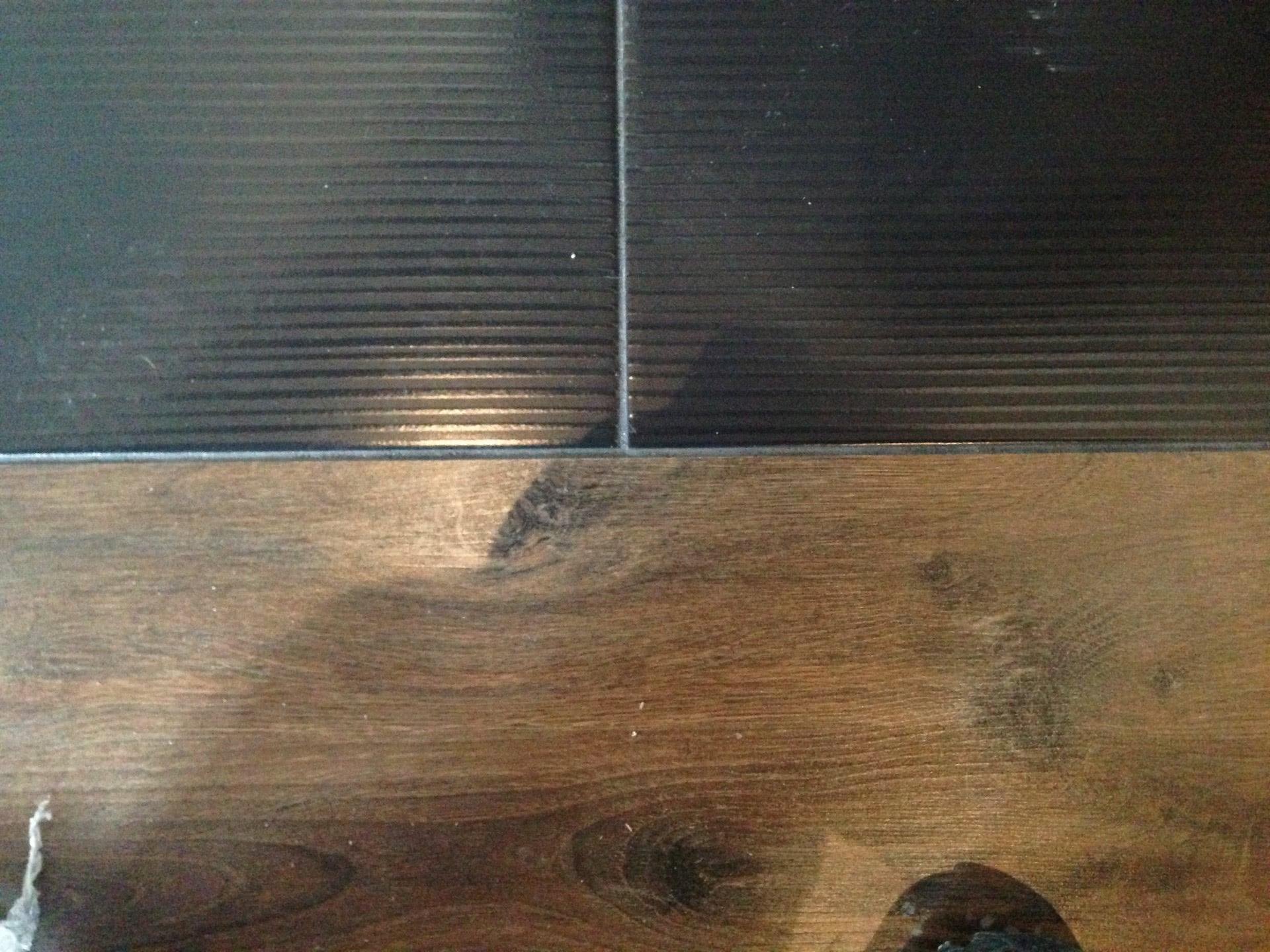 Стыкование плитки с ламинатом