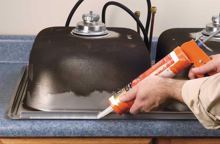 Как покрыть мойку силиконовым герметиком