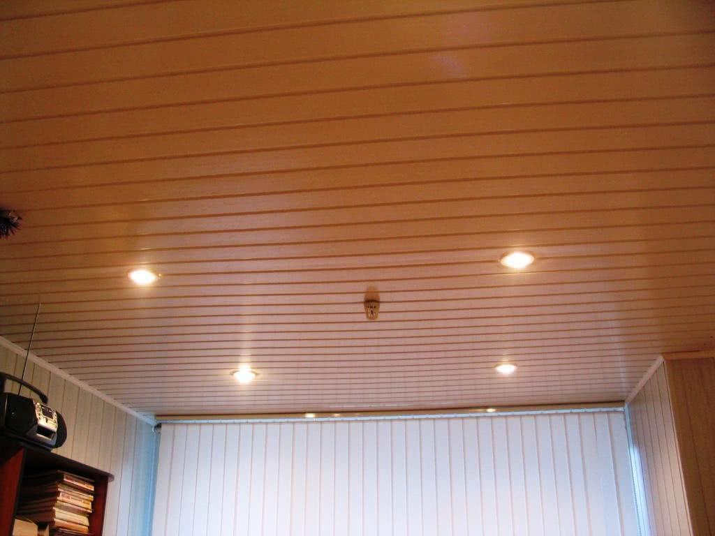Обшивка потолка вагонкой ПВХ
