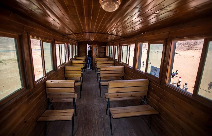 Изначально доску использовали для обшивки вагонов