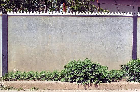 Готовый забор из плоского шифера
