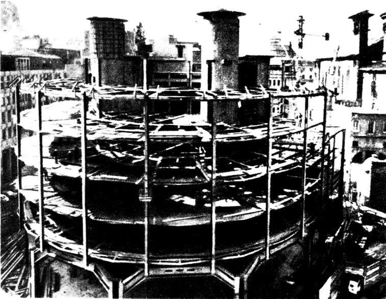 Монтаж стального несущего каркаса, раскладка профилированных листов на балки перекрытия