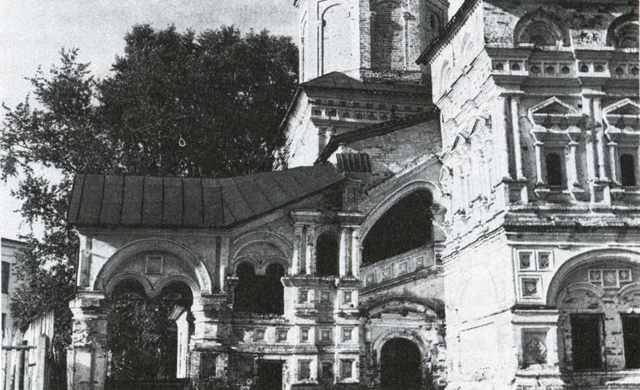 Церковь Вознесения. Крыльцо западного входа