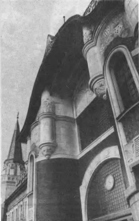 Здание Ярославского вокзала на Комсомольской площади, деталь