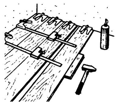 Ослабить струбцины и развернуть рукоятку шпинделя
