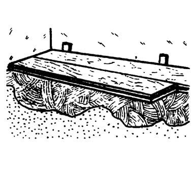 Укладка массивной доски на клей, распространенный по всей поверхности пола