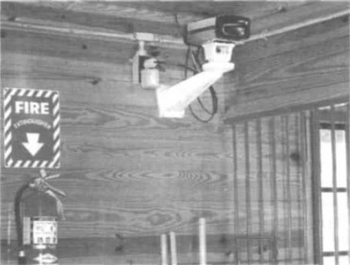 9.22. Внутренняя система телевизионного наблюдения и огнетушитель
