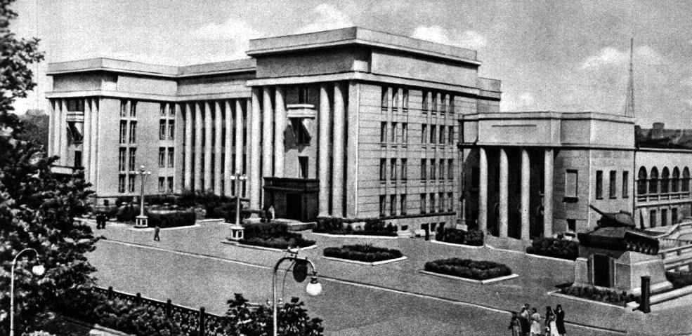Окружной Дом офицеров. арх. И. Лангвард
