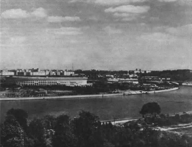 Комплекс Центрального стадиона имени В. И. Ленина. Панорама с Ленинских гор