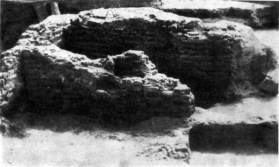 Печь для обжига кирпича. Раскопки С. Р. Килиевич у Десятинной церкви