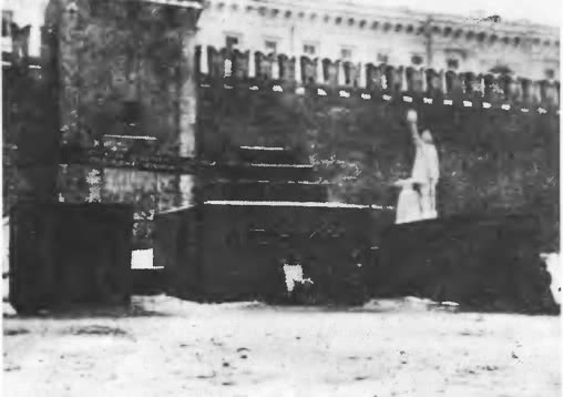 Первый деревянный Мавзолей В. И. Ленина. Архитектор А. Щусев, январь 1924