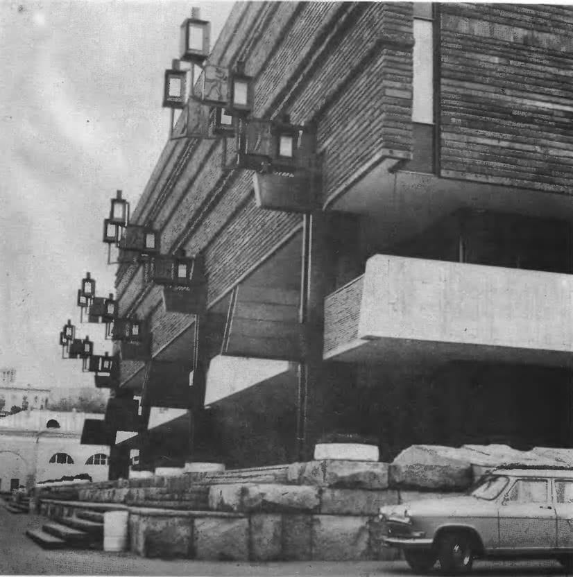 Новое здание МХАТа на Тверском бульваре, 22. Архитекторы В. Кубасов, В. Уляшов, 1973
