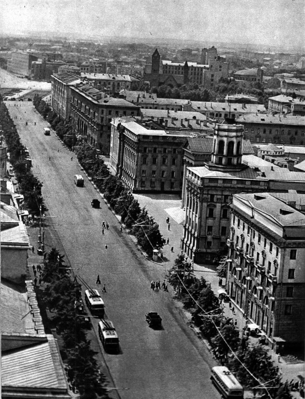 Ленинский проспект в центральной части города