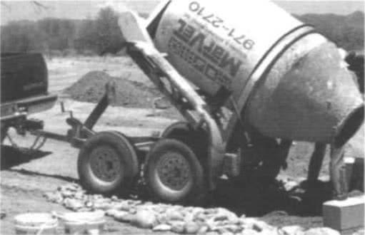 10.17. Арендованная бетономешалка для подвозки готового бетона