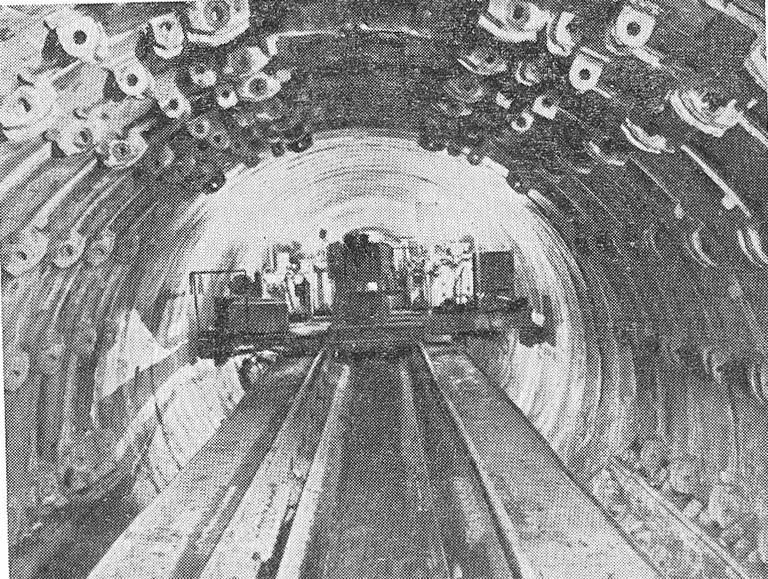 Тоннель в процессе сооружения способом пресс-бетона