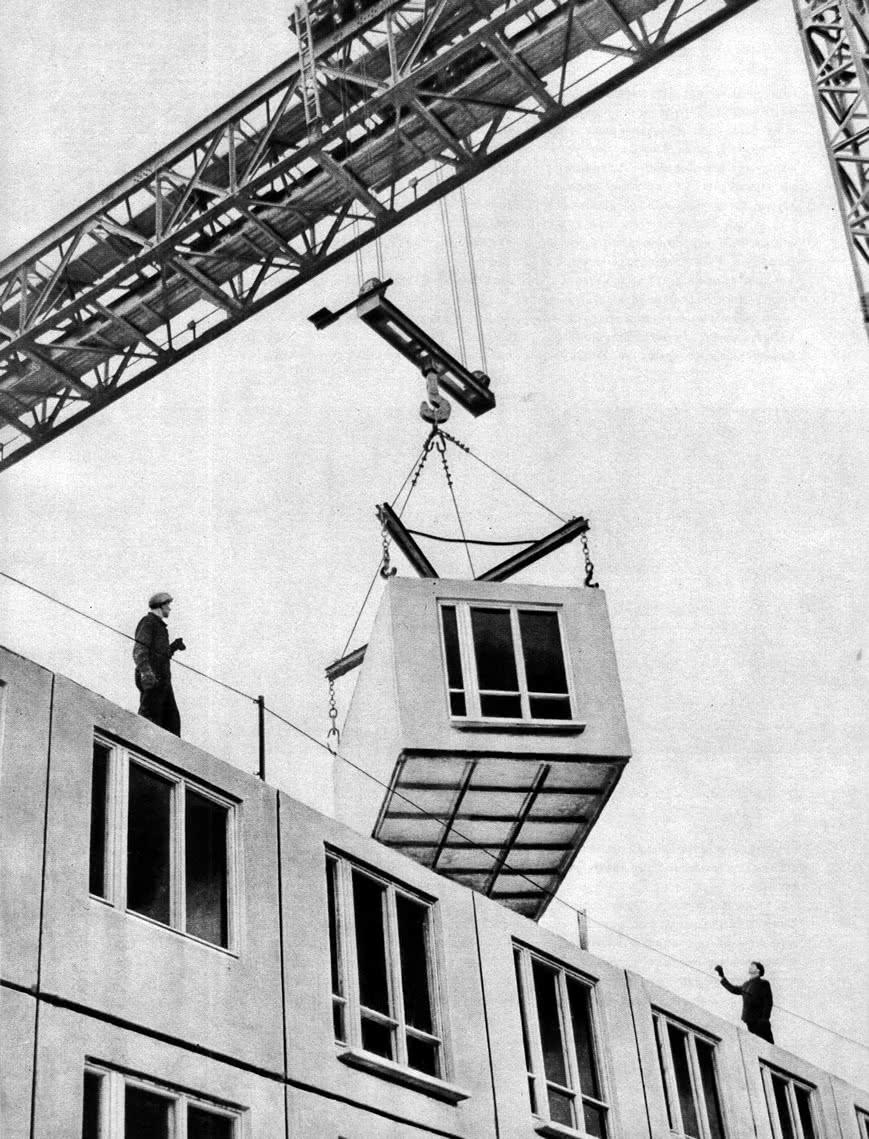 Монтаж жилого дома из объемных элементов в районе Могилевского шоссе. 1964 г.