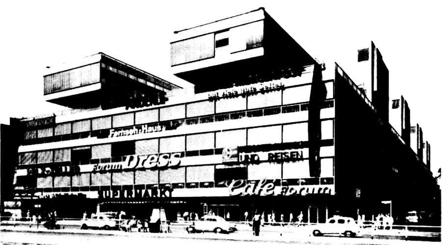 Торцовая сторона здания с главным входом