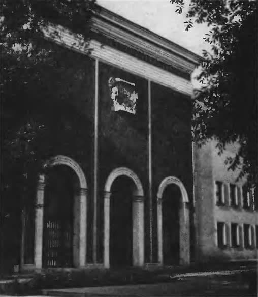 Центральный Дом архитектора, улица Щусева, 7. Фасад. Архитектор А. Буров, 1940