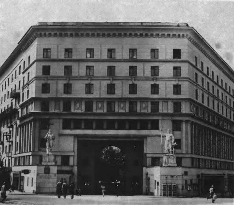 Дом на Яузском бульваре, 2/16. Архитектор И. Голосов, 1934—1936
