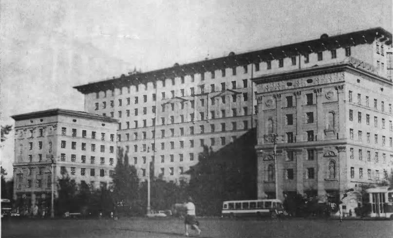 Дом на проспекте Мира, 184. Архитектор И. Жолтовский, 1951—1957
