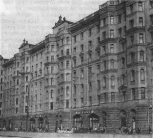 Дом на Садовой-Триумфальной улице, 4-10. Архитекторы 3. Розенфельд и А. Сурис, 1949