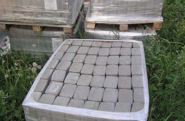 Рис.2.24. Плитка поставляется сразу в большом количестве — в моем случае блоками по 448 шт.