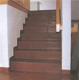 Поднимаемся вверх: лестница из подвала на первый этаж