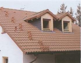Наконец время пришло: черепица кладется на крышу