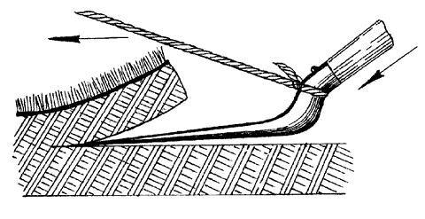 Рис. 24. Нарезка дерна с помощью лопаты шириной 25 см и веревки