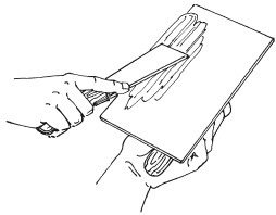 Рис.36. Нанесение штукатурки на шпатель