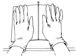 Рис.82. Ломка плитки при помощи гвоздя