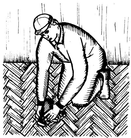 Рис. 24. Правильное положение рук при циклевке пола циклей с короткой ручкой