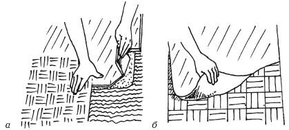 Рис. 16. Настилка наборного паркета: а) укладка паркета на мастику; б) снятие бумаги