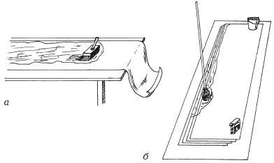 Рис. 28. Нанесение клея на обои: а) на столе с помощью ручной кисти; б) на полу – маховой кистью
