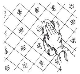 Рис. 29. Приглаживание наклеенного полотнища