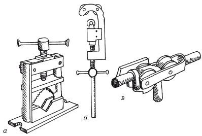 Рисунок 51. Инструменты для работ с трубами: а) прижим; б) труборез; в) стационарный трубогиб Вольнова