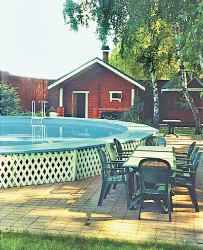 Фото 2.10. Баня более скромных размеров располагается рядом с бассейном