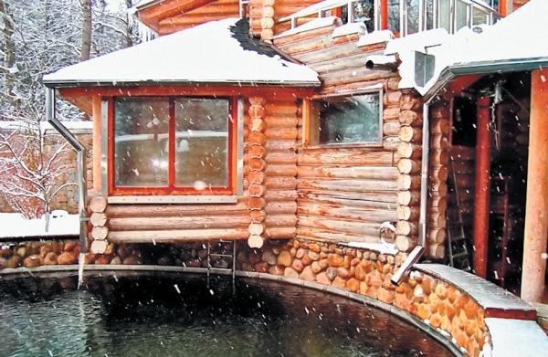 Фото 2.11. Открытый бассейн притягателен и зимой и летом